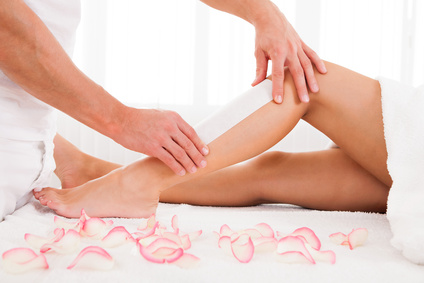 L'épilation est une technique naturelle pour retirer, affiner et clairsemer les poils